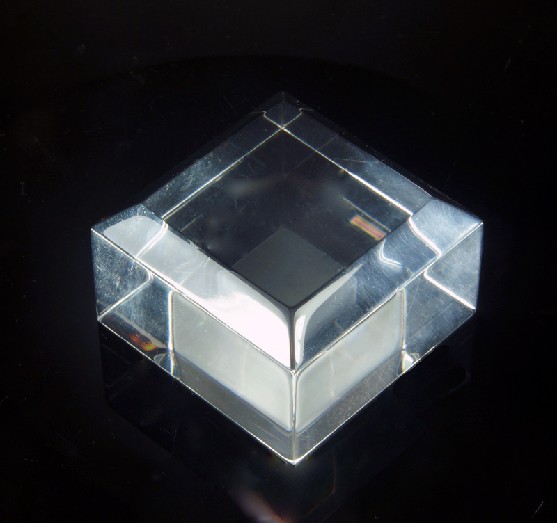 High quality plexiglas base with beveled edges - 40x40x25.