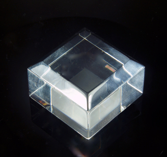 Set of 5 high quality plexiglas bases with beveled edges - 40x40x25.