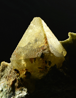 Scheelite, Traversella Mine, Chiusella Valley, Province of Torino, Piedmont, Italy
