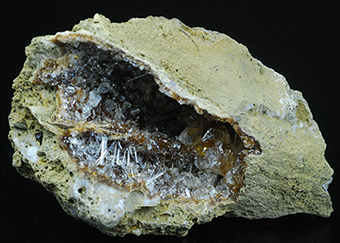 Natrolite and calcite on petrified wood - Sipi caves - Mount Elgon - Manafwa distr. - Uganda